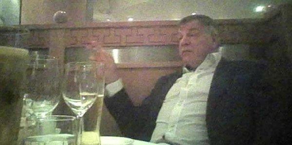 İngiltere Milli Takım Menajeri Sam Allardyce, rüşvet görüşmesi yaparken görüntülendi