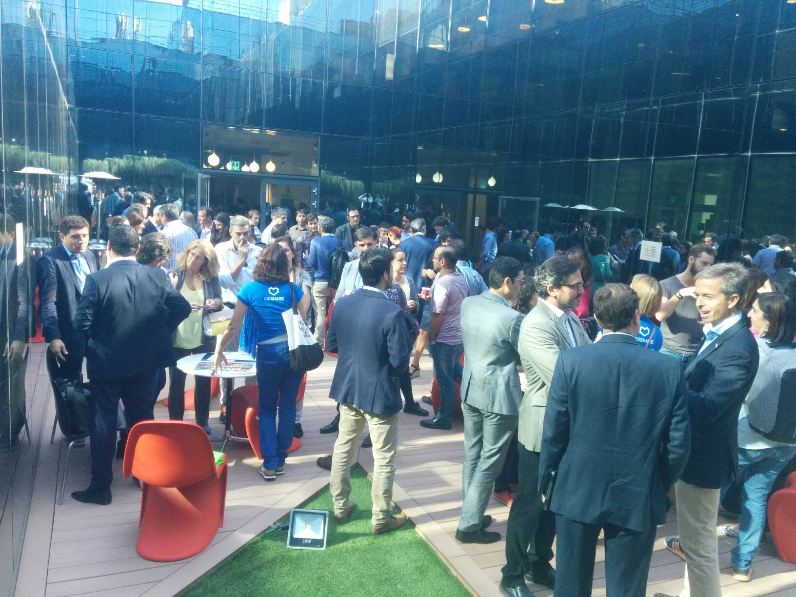 Full house en el networking de #osrethink en #madrid @OuiShare_es #economiacolaborativa https://t.co/GMUQo5oIBU