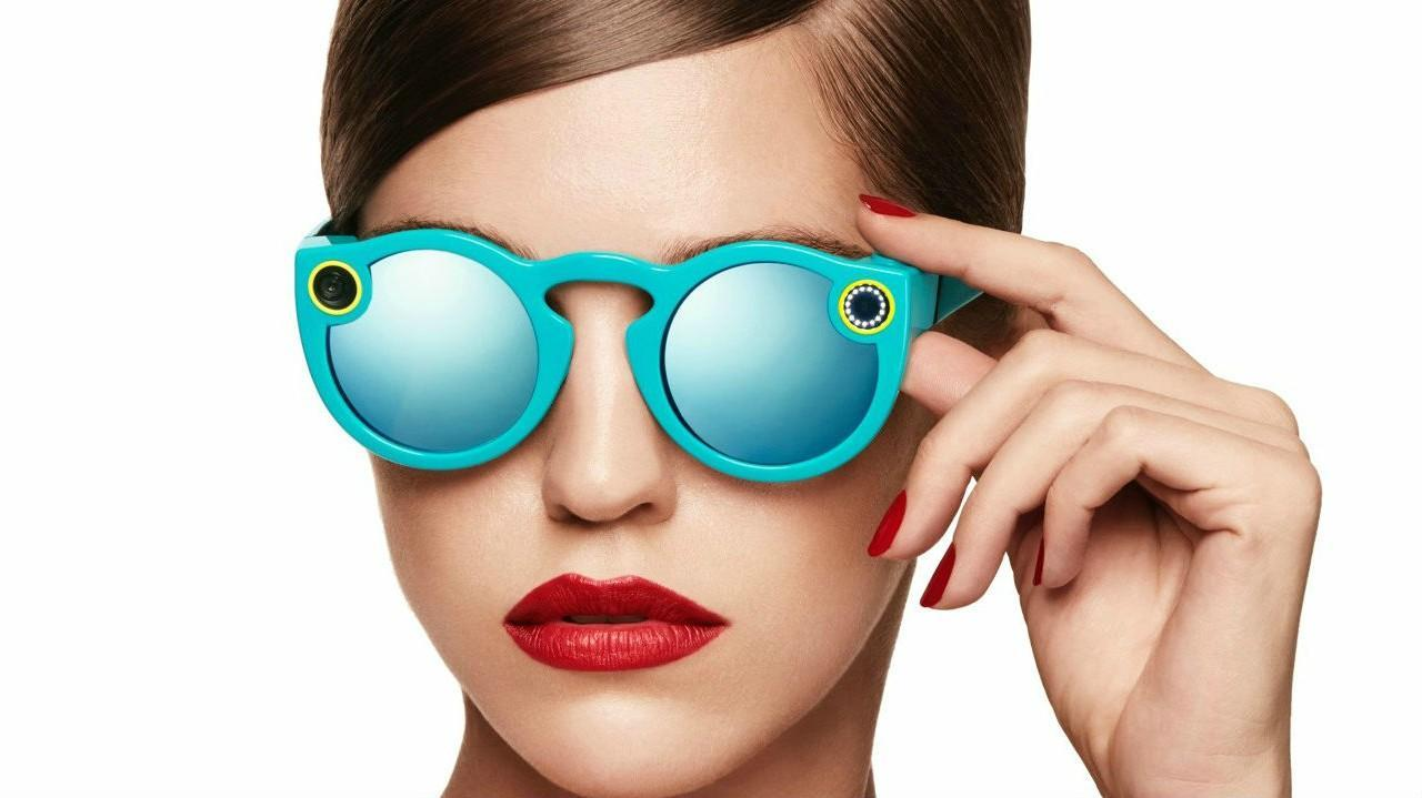 Would you wear Snapchat's new sunglasses? https://t.co/AgynlkbxR4 https://t.co/eB9jjsJWMp