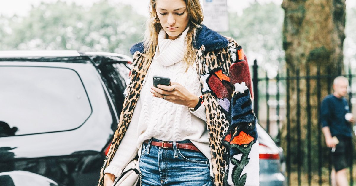 This is how everyone is wearing their skinny jeans this fall: https://t.co/Vqe9dzFLiP https://t.co/LC6acKltEp