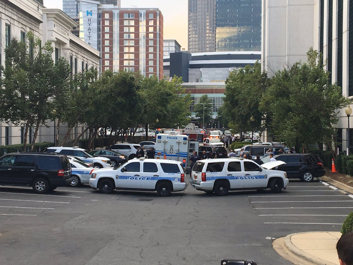 For safety reasons media is being asked to move. Bomb squad on scene getting into gear @wsoctv