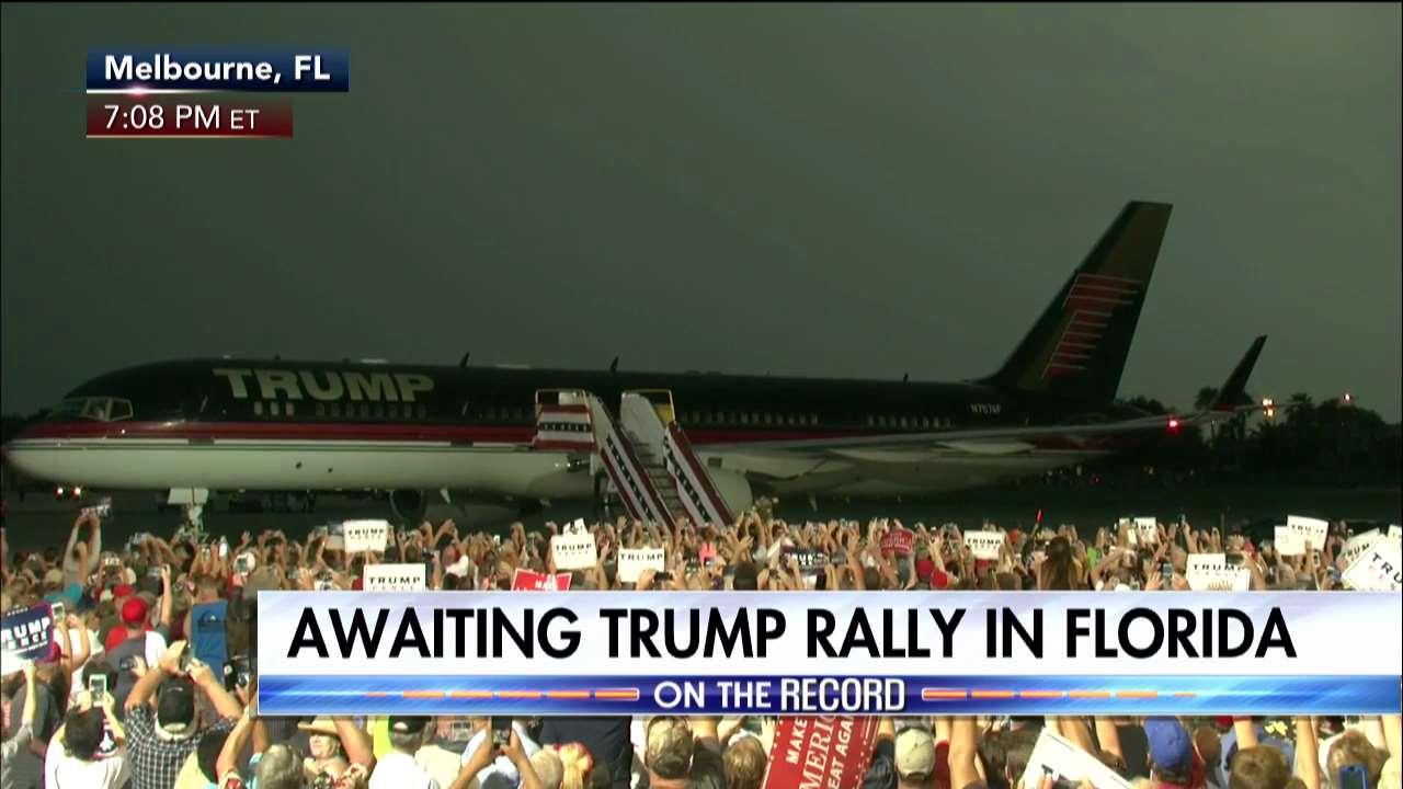 We're awaiting @realDonaldTrump's first post-debate rally in Florida. #Debates2016 #debates https://t.co/gYJBxr9gZZ