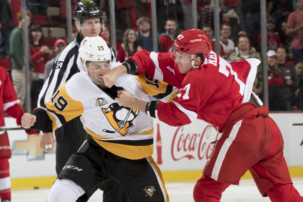 Final score: Red Wings 4, Penguins 2, exhibition