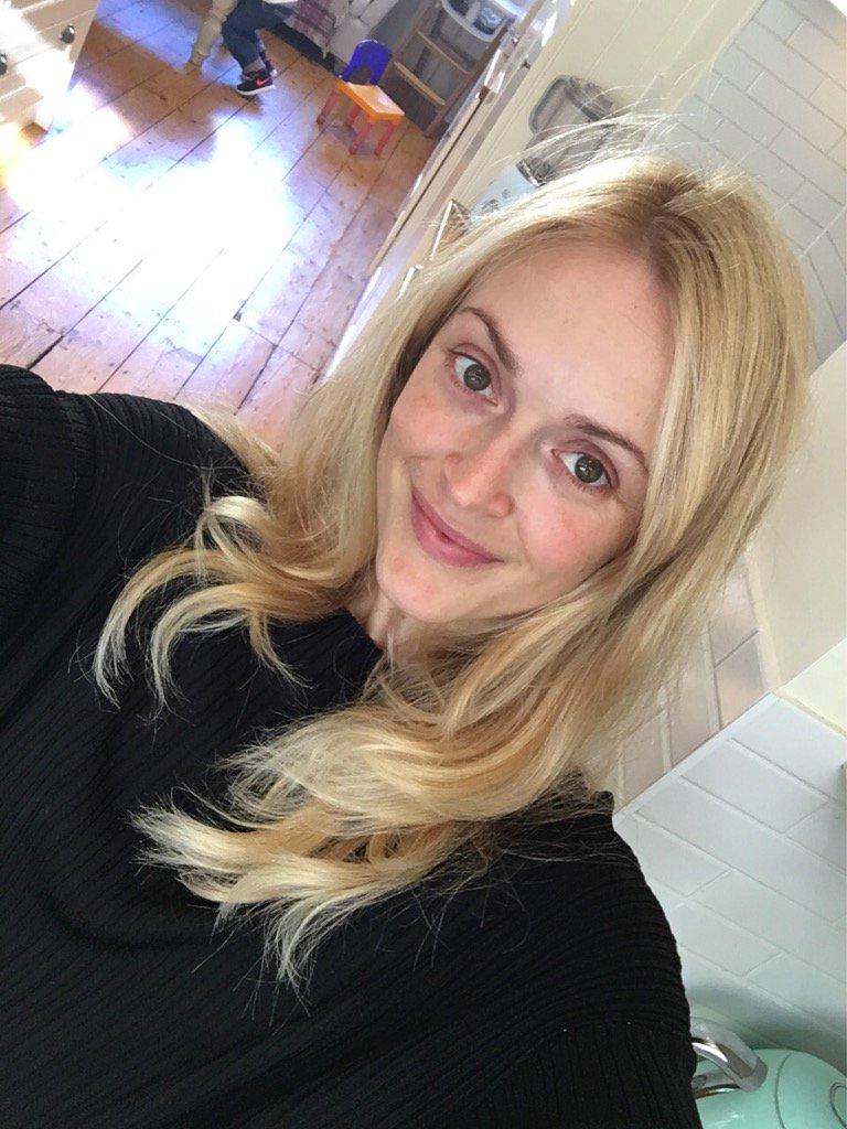 No more roots.@GarnierUK golden blonde 9.3 ✌🏻️ https://t.co/uICLRI8RAv