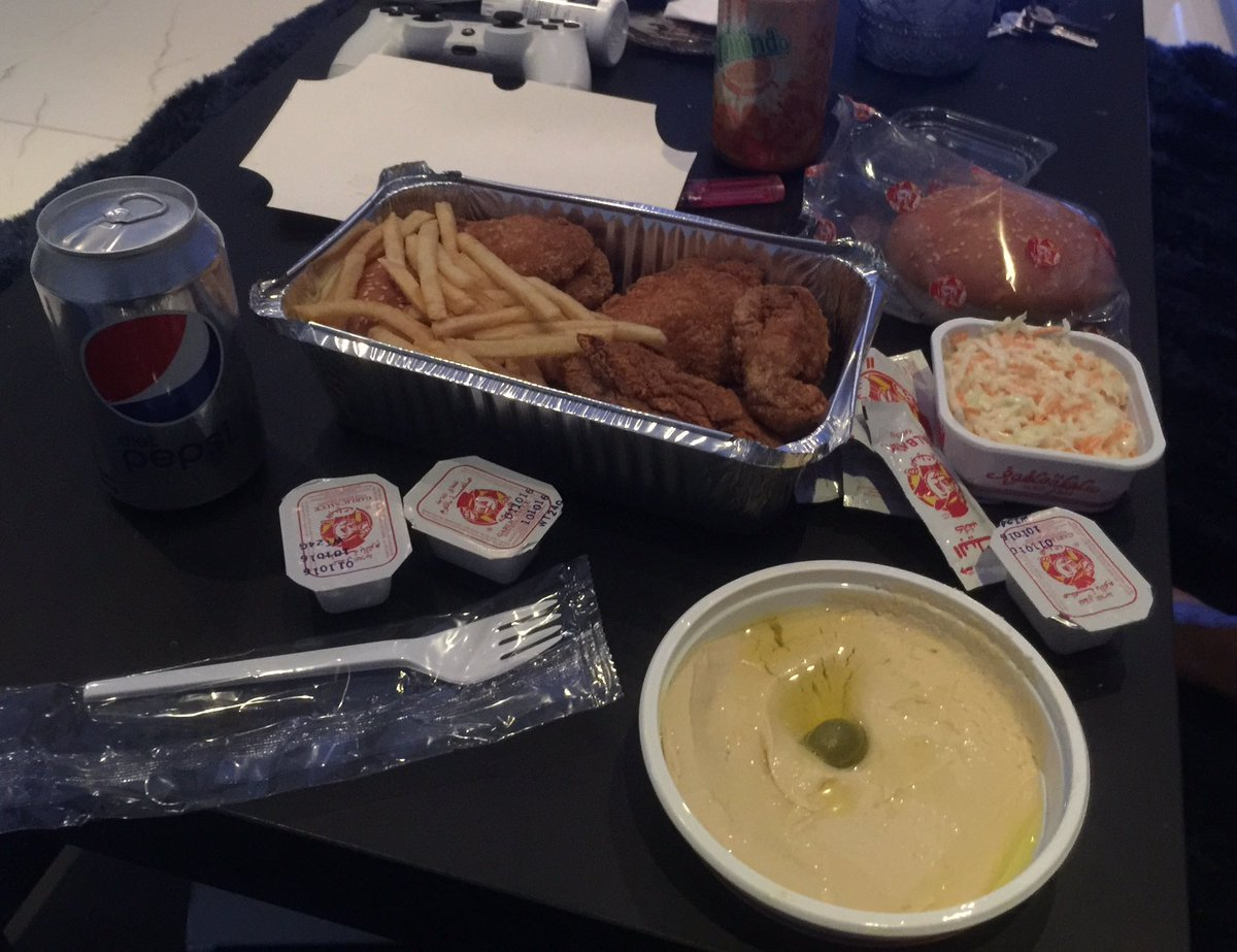an ex-uni mate of mine who is from Jeddah took me to Al Baik last night - basically the Saudi KFC. it was high level https://t.co/MwVtOSDupt