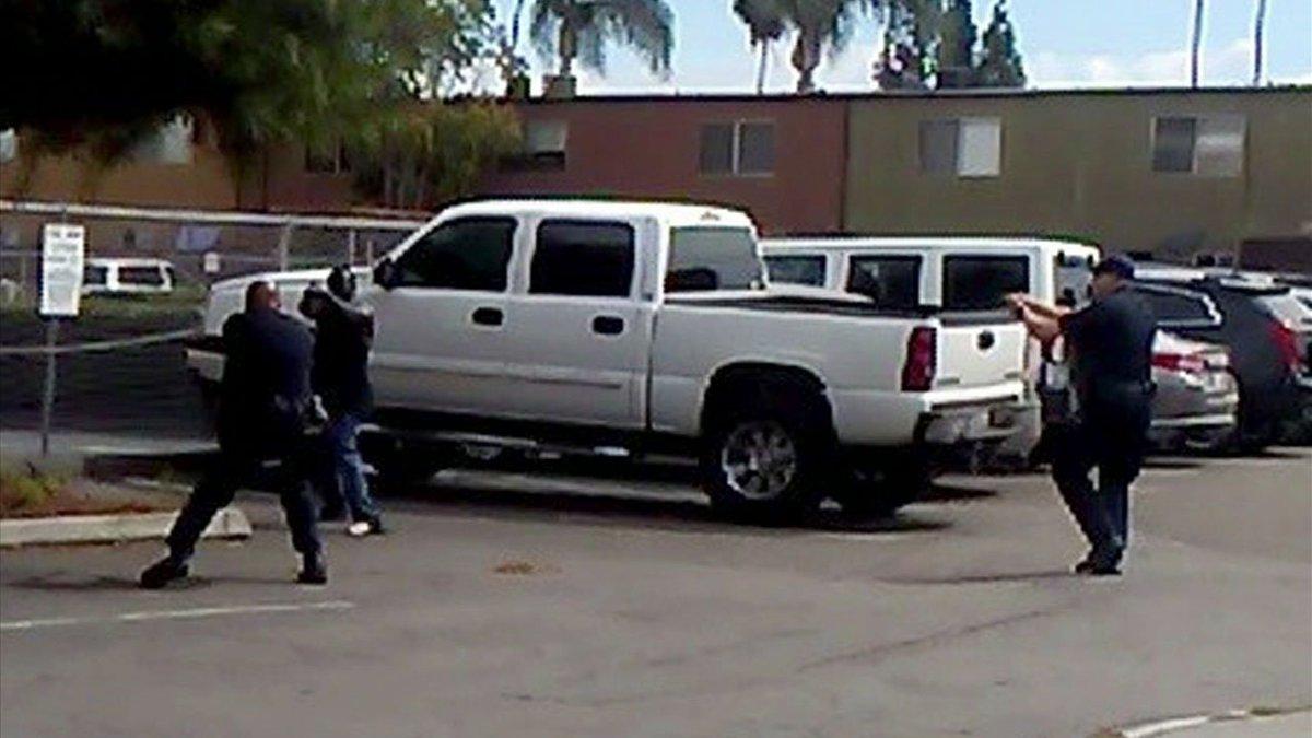 shows moments before El Cajon police shot, killed man