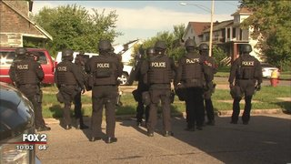 Manhunt underway for armed man who fled DEA drug bust, barricaded situation@TarynAsherFox2