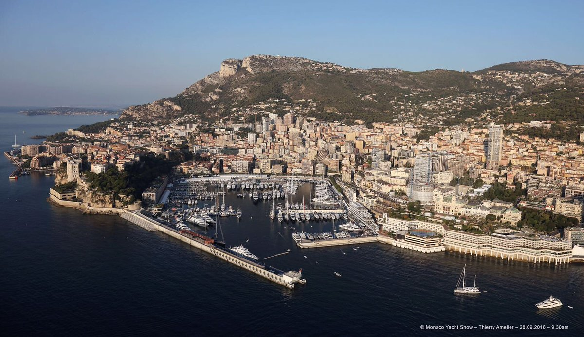 Taken this morning as the show opens!  Monaco Yacht Show invites you to share the atmosphere. #MYS2016 https://t.co/4qsHcj10Ra
