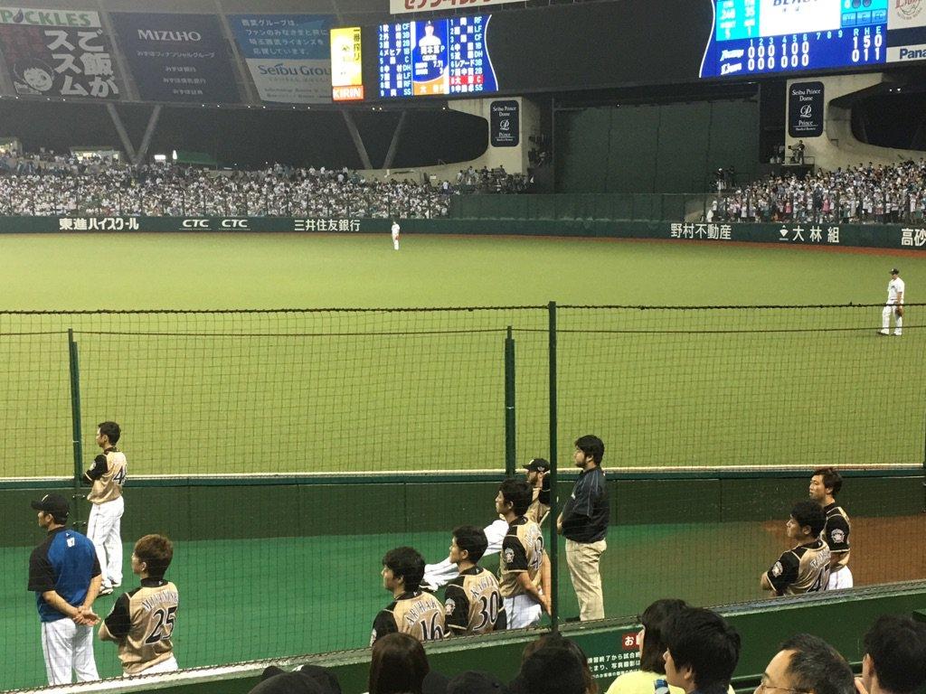 岡本あっちゃんの最後のマウンドの時に、日ハムのブルペンにいる投手も全員立ち上がって観てたのは印象的でした(バースを除く) https://t.co/Rc33hSKOUf