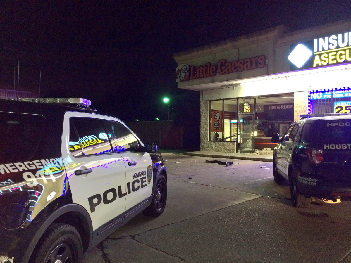 WOW! Smash and grab at pizza shop leads to chase in Northeast Houston. My story this morning on @KPRC2.