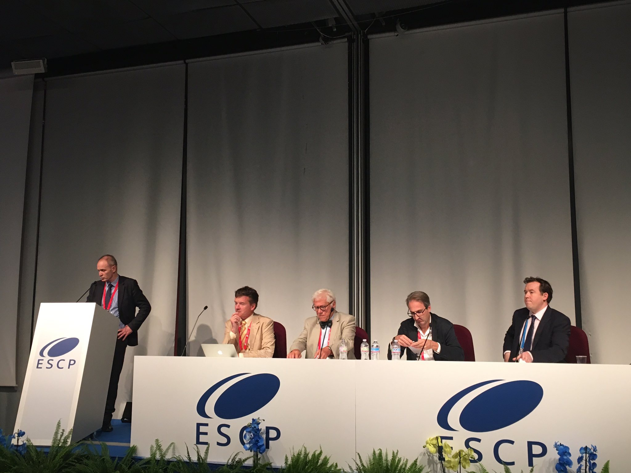 @BiSTC1 @pinkney_t hosts @escp_tweets New Trials Forum #colorectalsurgery #ESCP2016 https://t.co/nSYImVmuld