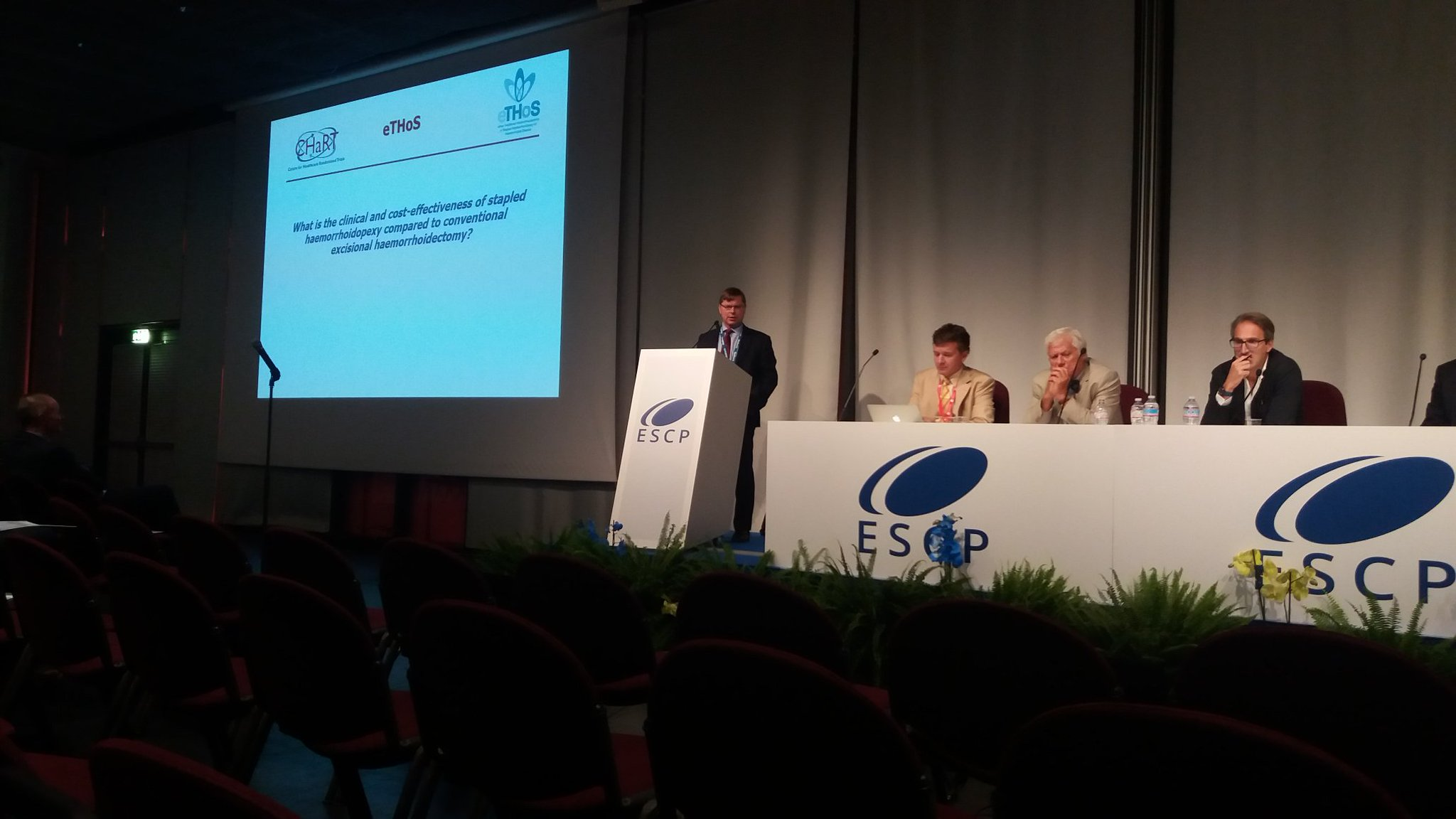 eTHoS haemorrhoidectomy trial presented by @Watsoninverness at @escp_tweets #escp2016 https://t.co/AnCfYWwsrx