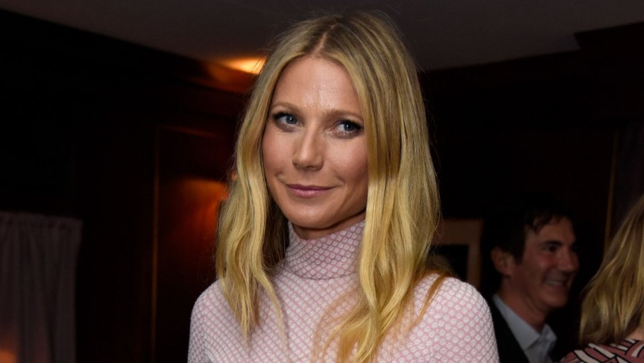 RT @pretareporter: Gwyneth Paltrow encourages normals to go makeup-free https://t.co/aj7XbMt8SR https://t.co/kY6BeG3mPK