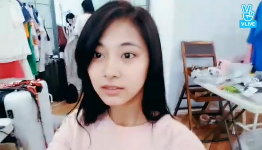 """nallie on Twitter: """"tzuyu looked so so pretty in this v live she's so beautiful without makeup… """""""