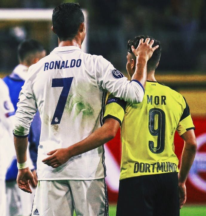 ¿Cuánto mide Emre Mor? - Real height CtdAxXpWcAE6oAg