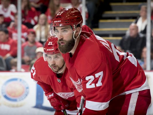 Ex- @DetroitRedWings's defenseman Kyle Quincey signs with @NJDevils