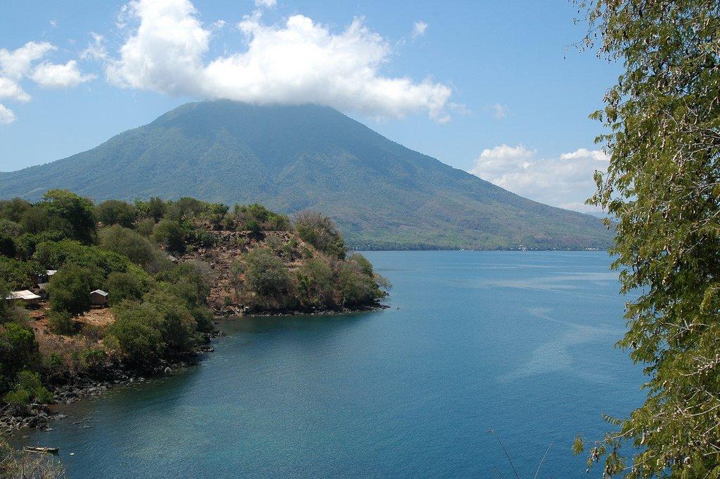 Mt Ile Mandiri, Flores Timur - Indonesia Sumber: flickr.com/photos/whltrav… #gunung #mountain #adventure #Indonesia