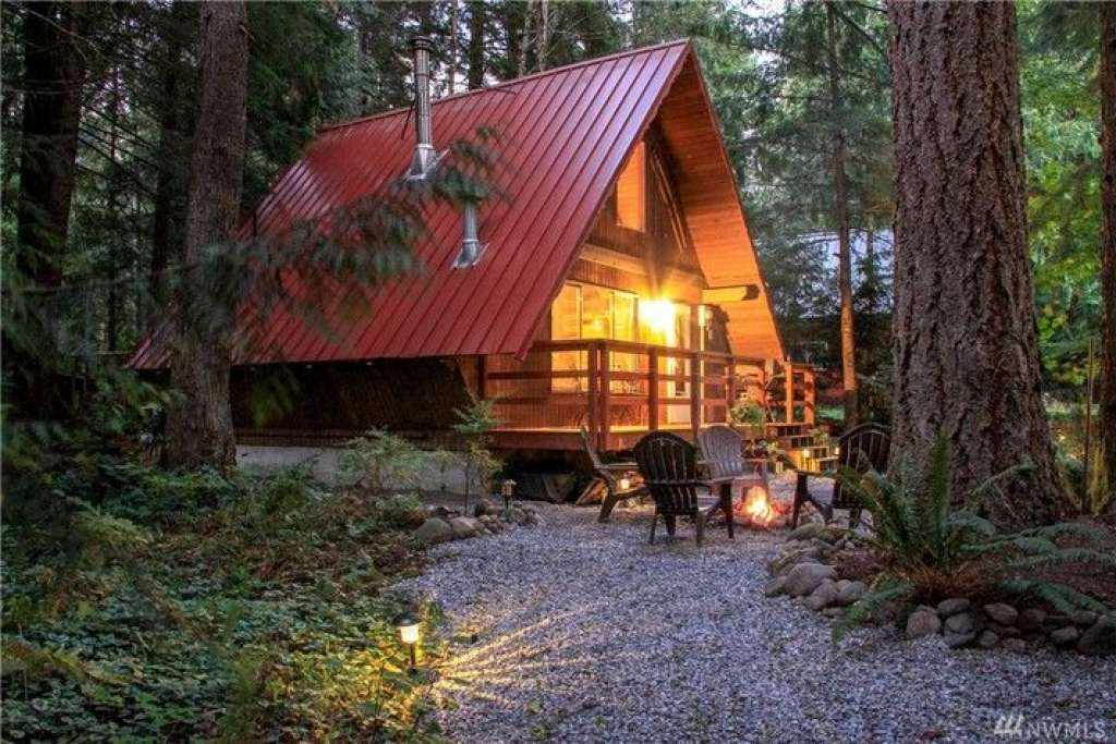 We're freaking out over this adorable cabin for sale