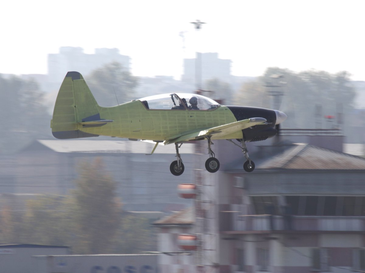 Yak-152 Trainer Aircraft  - Page 2 Ctg9g8dXYAAoPXk