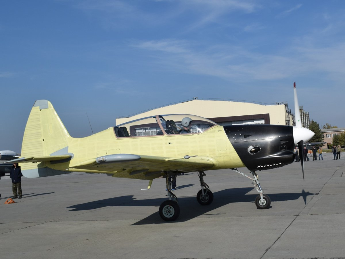 Yak-152 Trainer Aircraft  - Page 2 Ctg9iWyXEAAAPbS