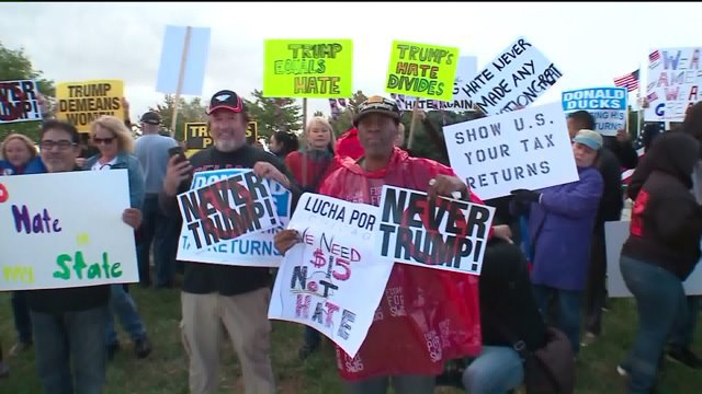 Pro-Trump and anti-Trump protesters gather outside Bolingbrook fundraiser