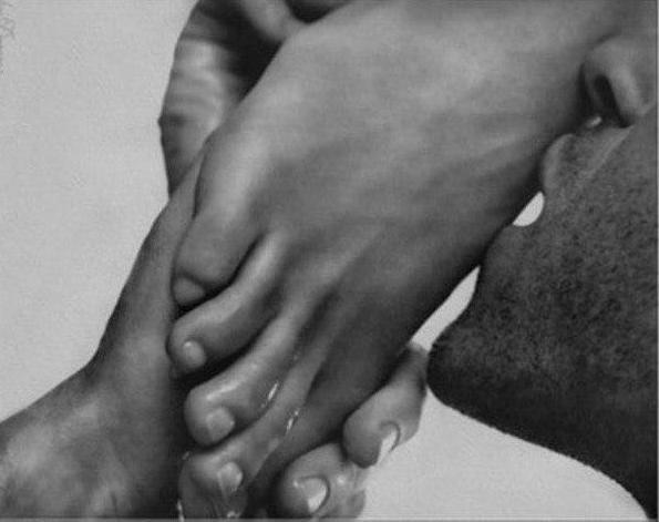 порно фото целовать ноги