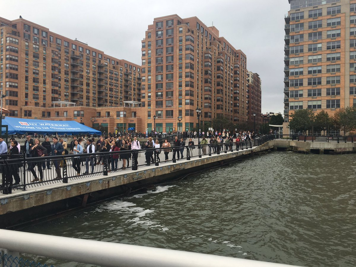 Line for 14th street ferry post-#Hoboken train accident. @ridetheferry is cross-honoring @NJTRANSIT tickets. https://t.co/RxKENEPTD4