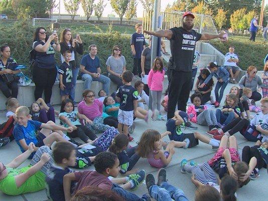 Michael Bennett helps kids stay healthy @KING5Evening