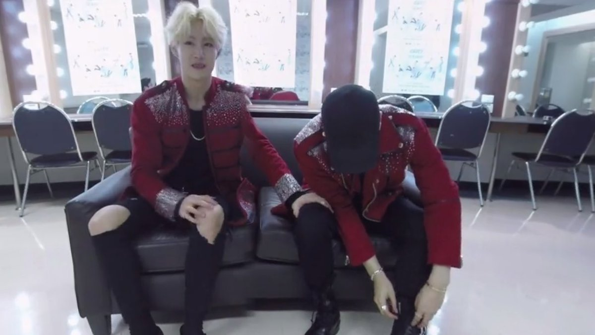 #arirang_ASC #GOT7_Why Mark, why are you so obsessed with Jackson's thighs?