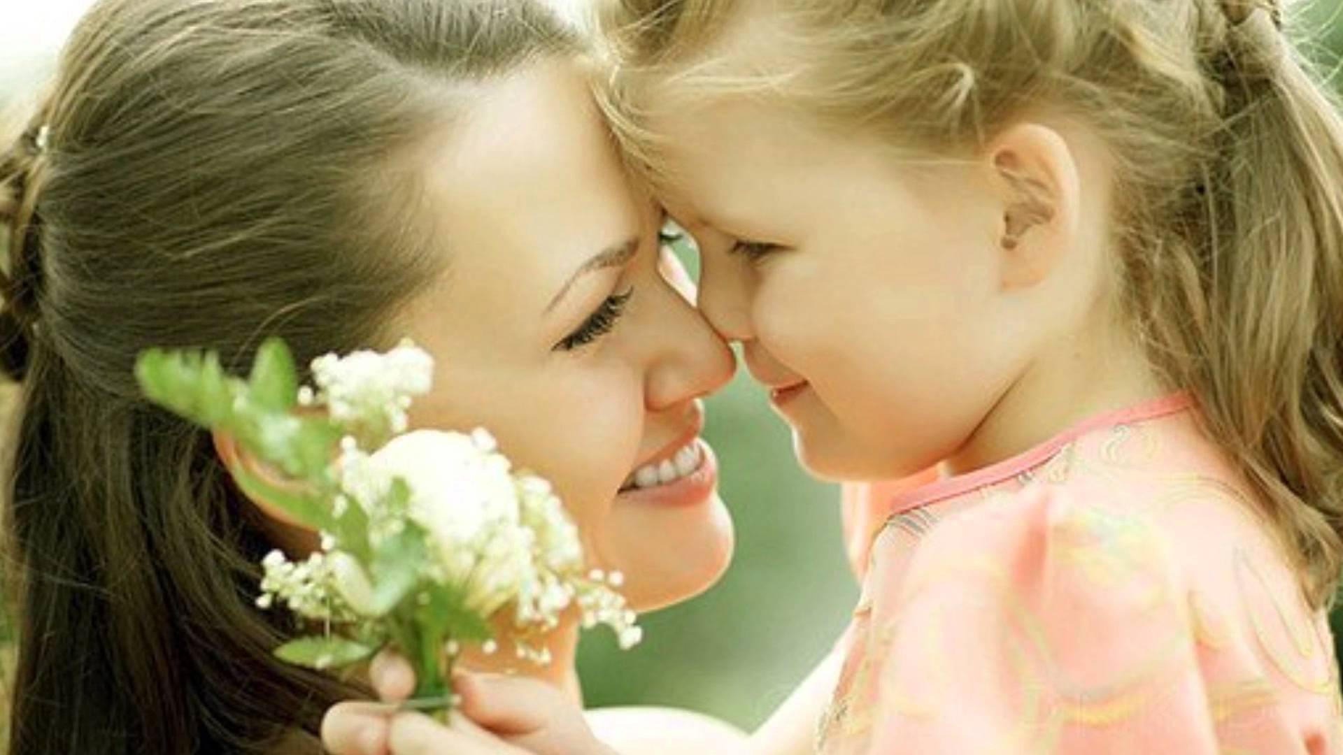 Картинки с мамами и детьми с надписями, розами для открытки