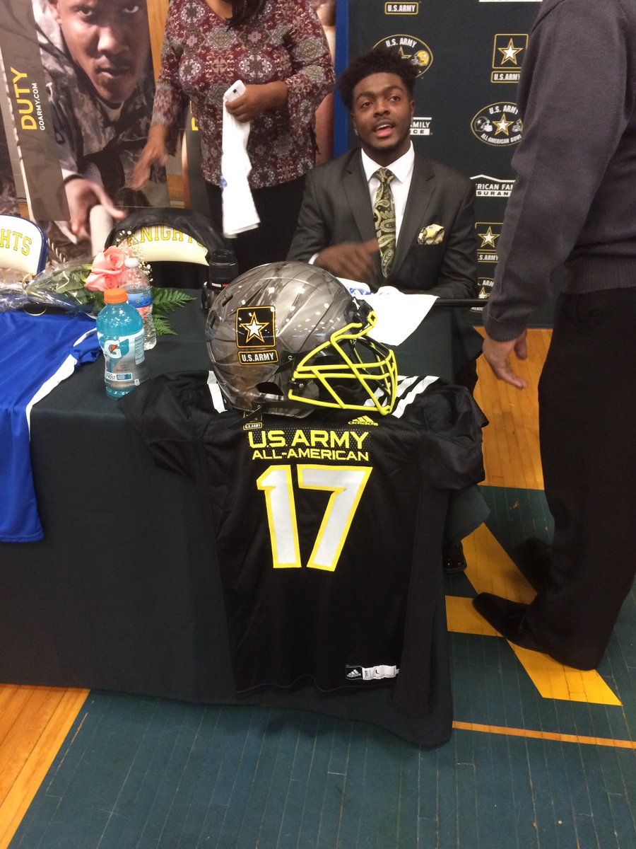 Flint Southwestern's Deron Irving-Bey is about to be presented with his US Army All-American jersey! https://t.co/90oA7NYabL