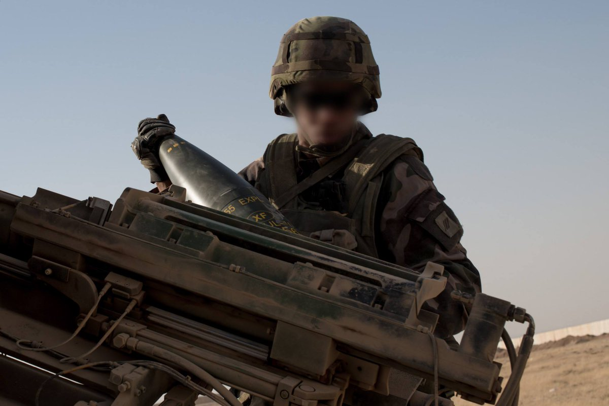هولاند: سنرسل سلاح مدفعية إلى العراق CtifbF3WEAEb5ni
