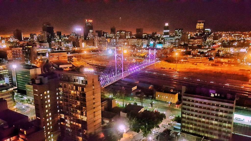 The Nelson Mandela Bridge lit up in pink as part of the #bcastrengthsa Breast Cancer Aware… https://t.co/DqpraQTOdy https://t.co/IsulgdzxqT