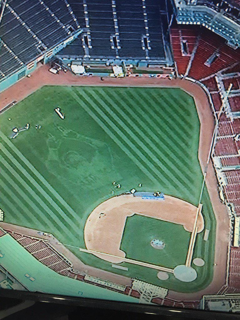 How cool is this? #BigPapi carved into the outfield at #Fenway! Great job Dave Mellor & crew! #RedSox #RedSoxNation https://t.co/345U6F1yA5