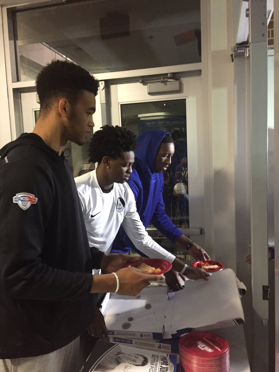 Players passed out pizza and signed autographs after Cal spoke, via CoachCal.com.