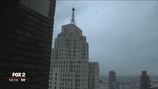 Detroit's glowing heart atop the Penobscot Building, is out @Charlieleduff @LeduffUSA