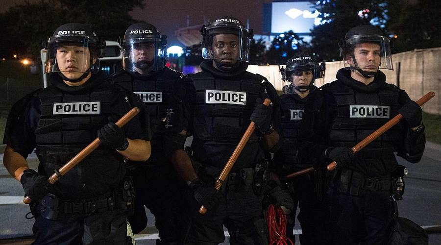 "With the new documentary, ""Do Not Resist,"" the son of a SWAT team member looks at police militarization.… https://t.co/LhSDULkjzz"