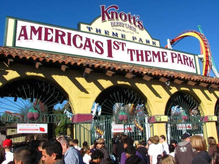 Knott's Berry Farm closes Halloween attraction after complaints