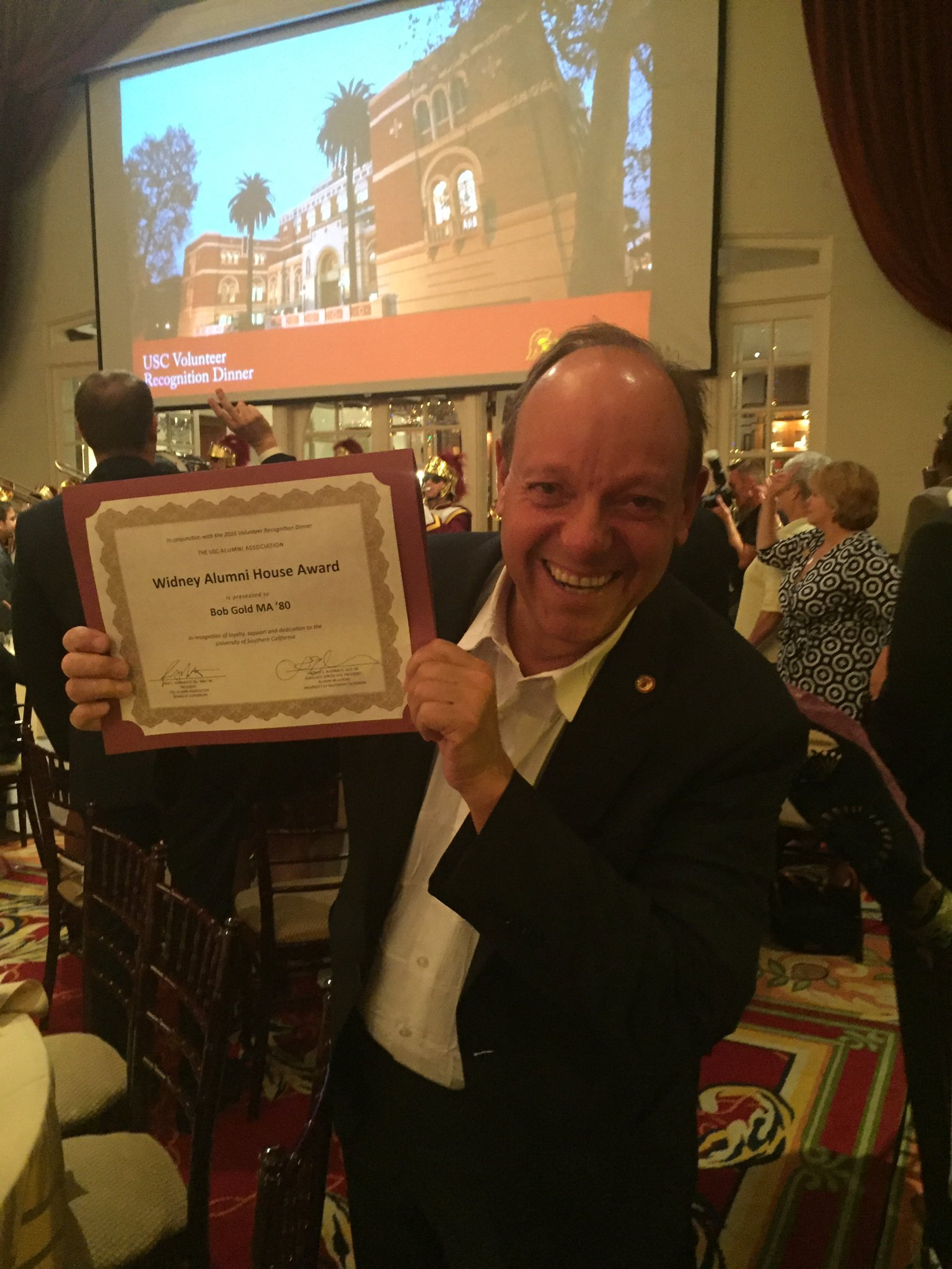 Congrats to Widney Alumni House Awardee, @bobgoldinla! @USCAnnenberg & @USCAlumni appreciates everything you do. ✌️ https://t.co/XYIWUlxLc7