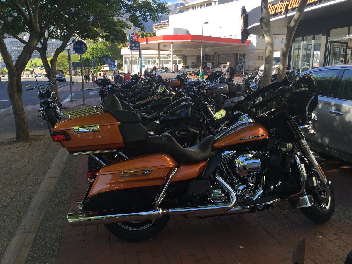 Hi @brettherron @davebryantct Are these Harleys allowed to block the shared pedestrian/bicycle path every day?