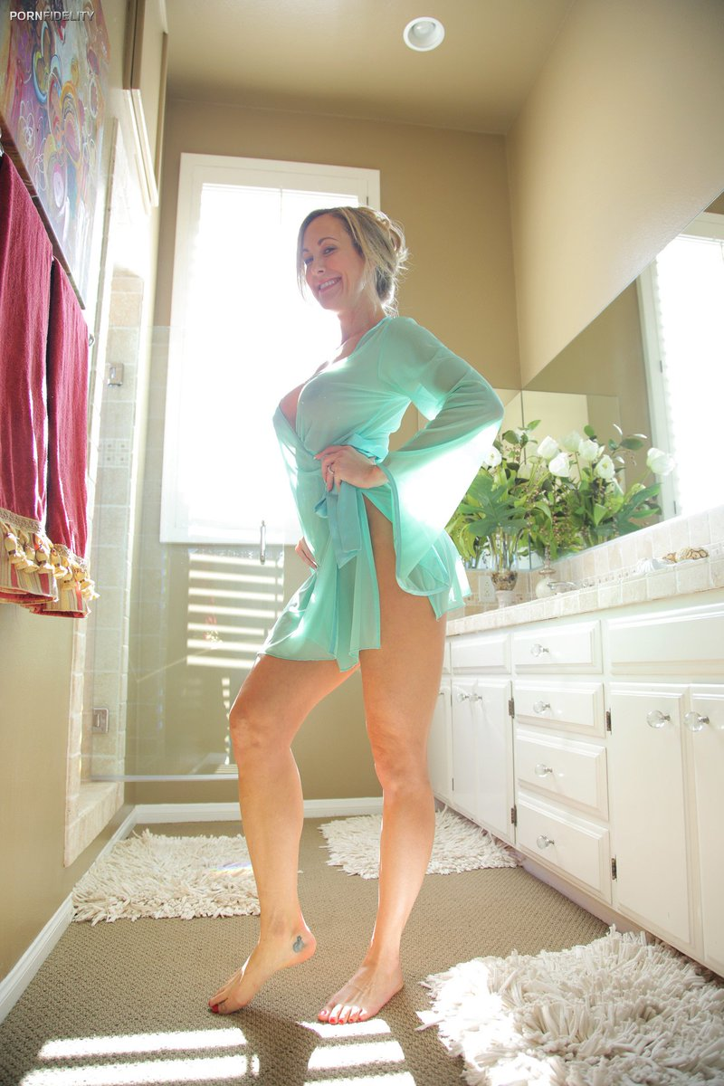 brandi love shower