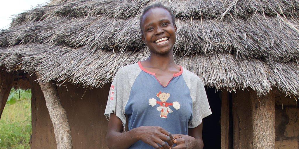 Stella verloor haar ouders aan de gevolgen van aids. Nu is ze vader en moeder voor haar zusjes: https://t.co/QEXYDtrzOy #BroerEnZusDag #nbzd https://t.co/pT8gg8RiwZ
