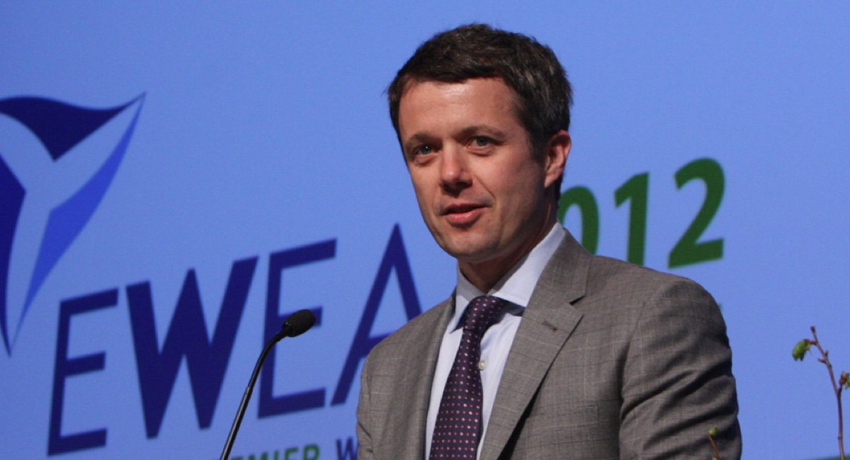 Crown Prince Frederik of Denmark will visit Harvard and dine with @CharlieBakerMA today