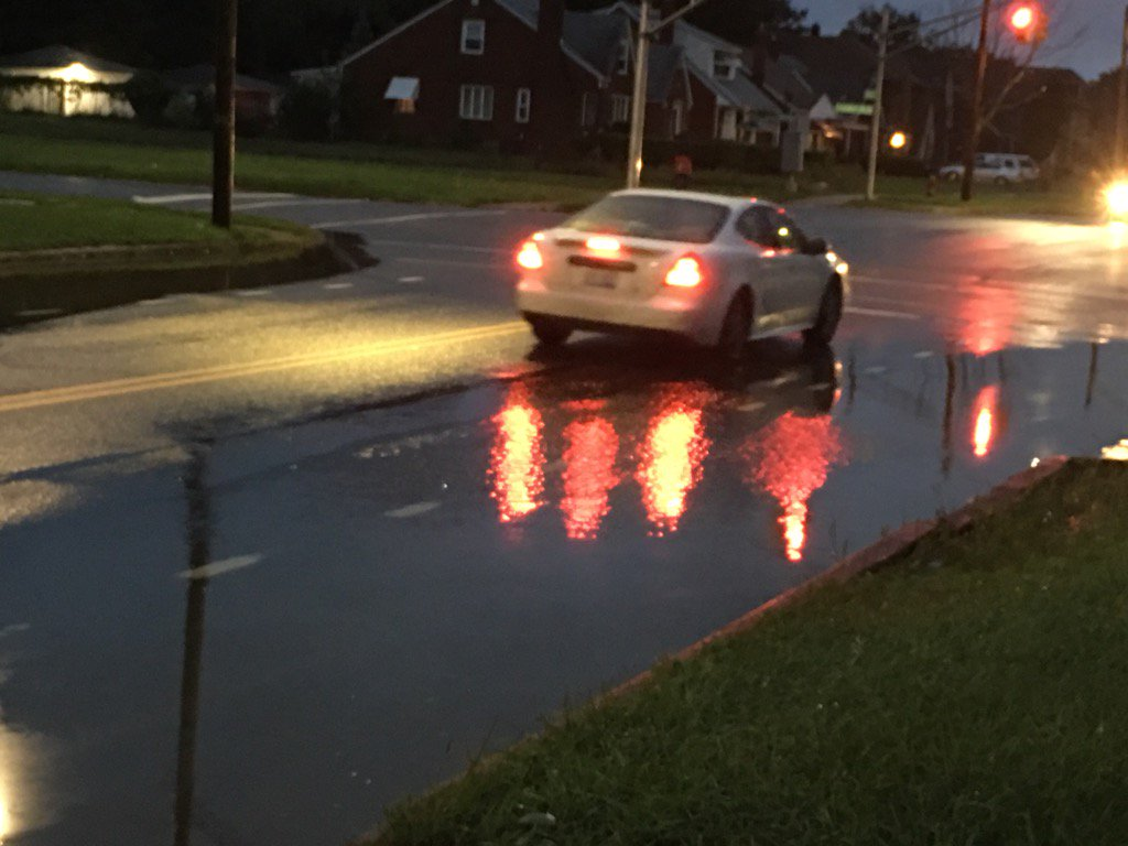Still water over roads (Chandler Park/Chalmers) on Detroit's east side. @WWJ950 @FOX2News