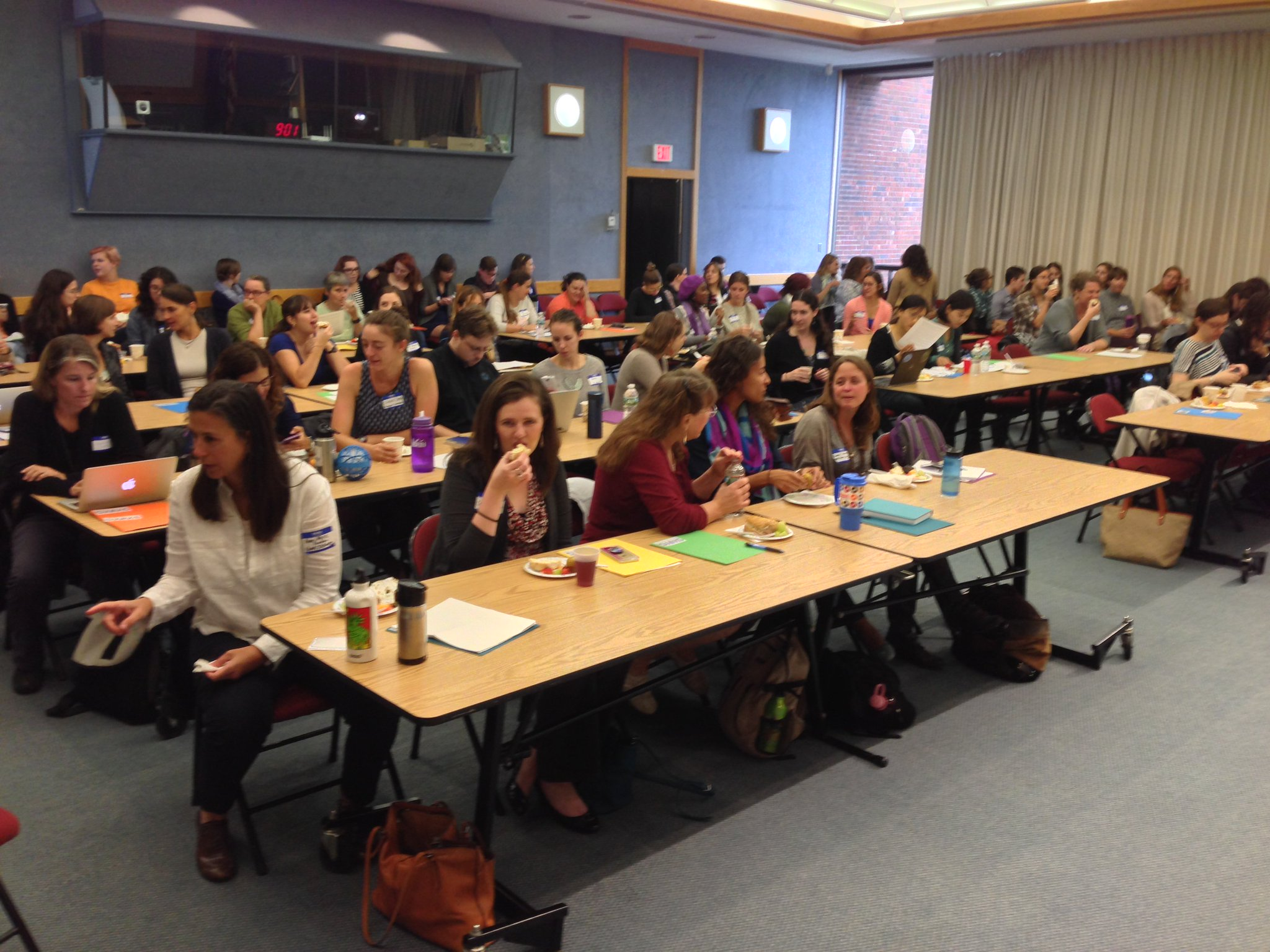 Full house at #WHOI for the Society for Women in Marine Science 3rd annual symposium! #SWMS16 #womeninSTEM https://t.co/izRzfatcK9