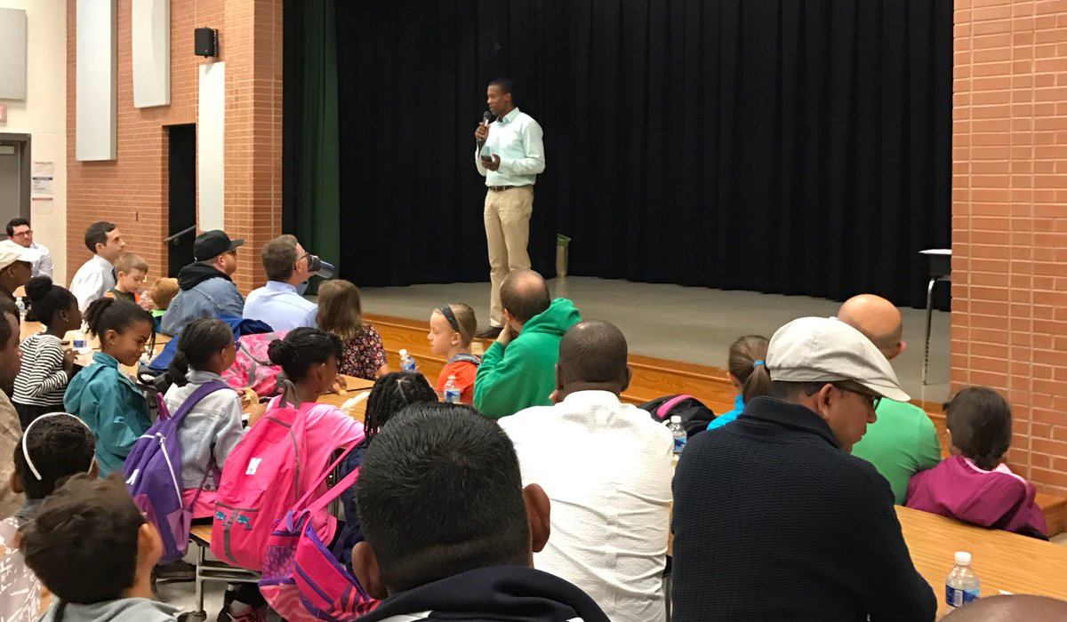 Gators Welcome Dads On Take Your Child To School Day! #ibpyp #ibCaring  #mcps #thanksPTApic.twitter.com/tlmWu3xTtb U2013 At College Gardens Elementary  School