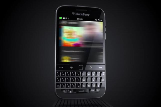 ICYMI: End of an era as @BlackBerry finally stops making phones https://t.co/Y4RwhtCvXn https://t.co/BnKdHAq35E