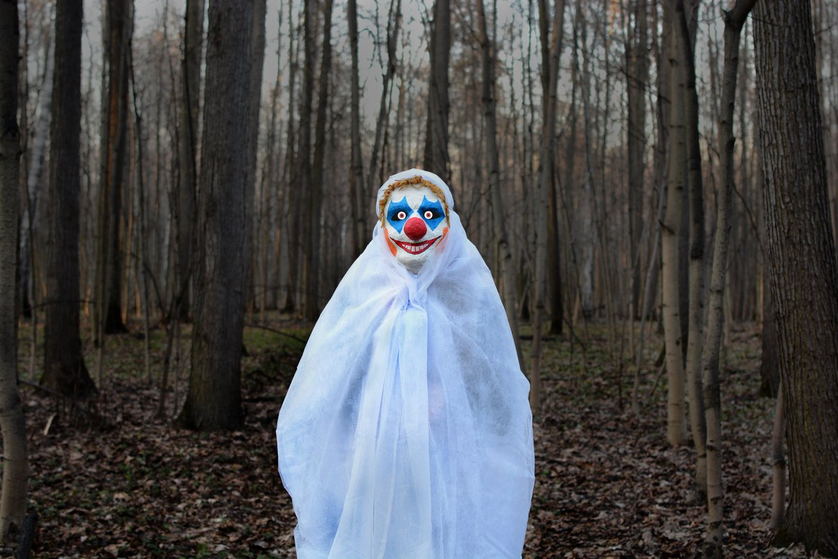 #Ohio school district closes schools after reports of woman being attacked by #clown. https://t.co/wQNaYfmKmm