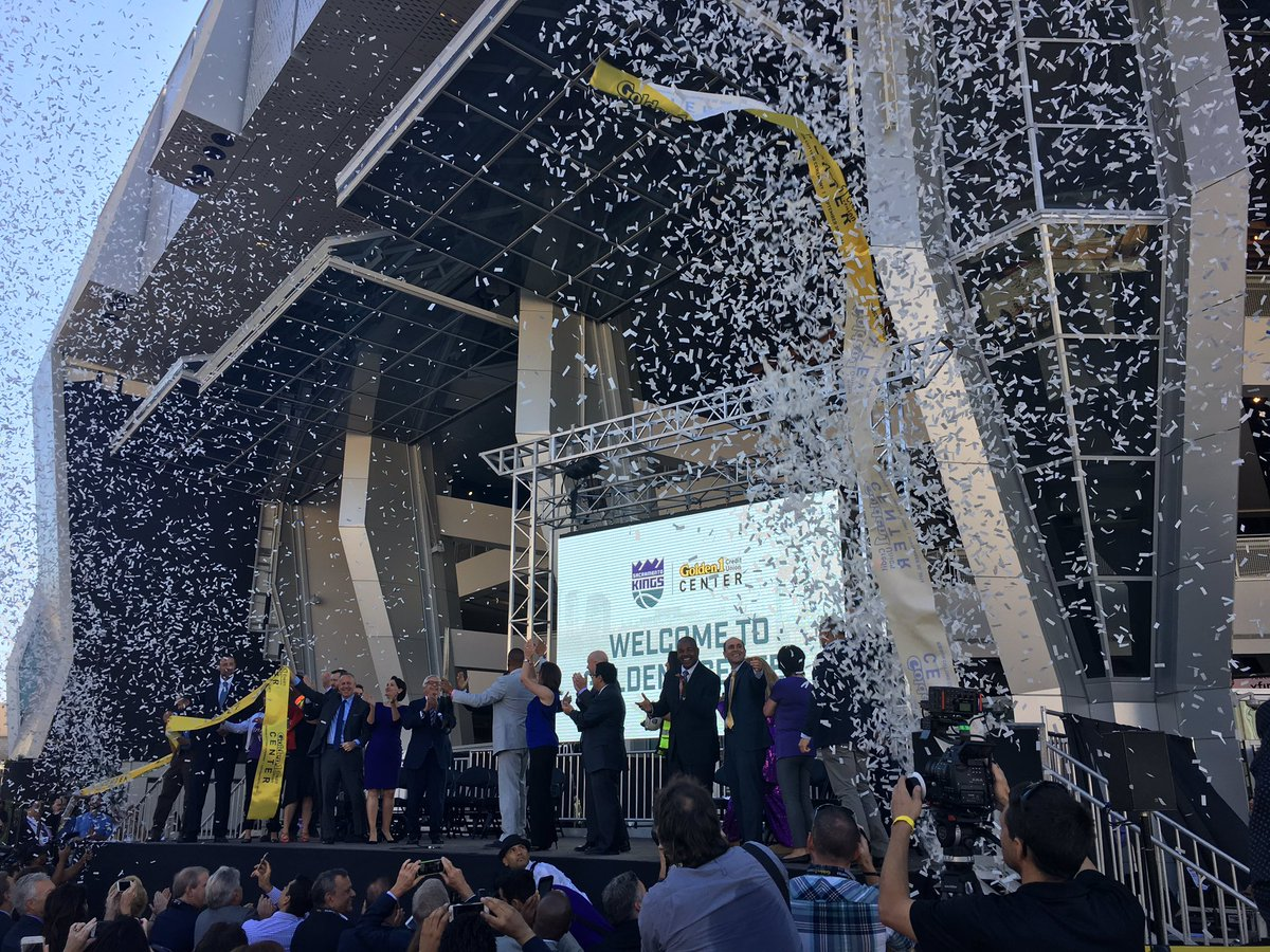 What a GREAT day for Sacramento. @Golden1Center is open! https://t.co/cZzryrmkZ1