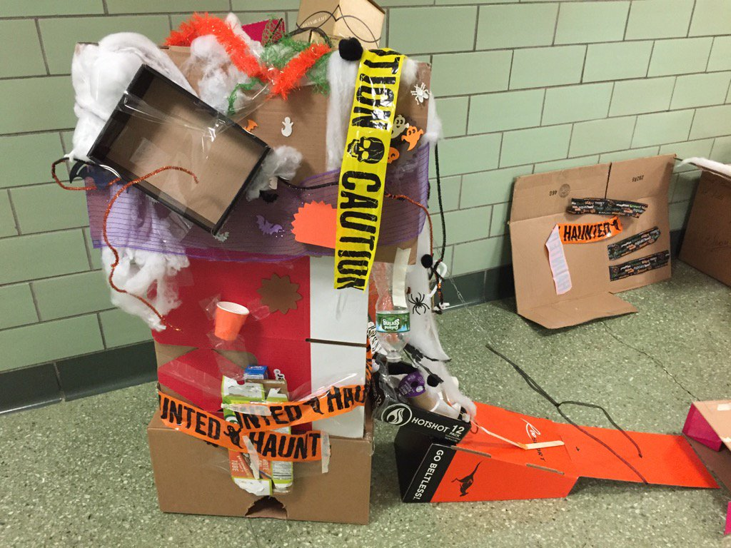 Spooky grade 2 Haunted House! #cardboardchallenge #seamanstrength https://t.co/iTavZSMsSG